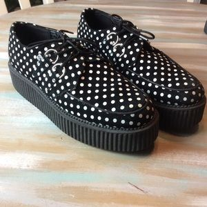Men's size 9 TUK polka dotted shoes